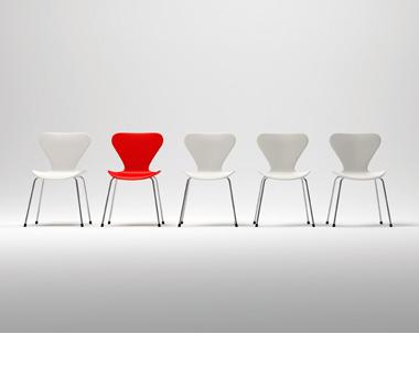 Ungepolsterte Stühle hier günstig!